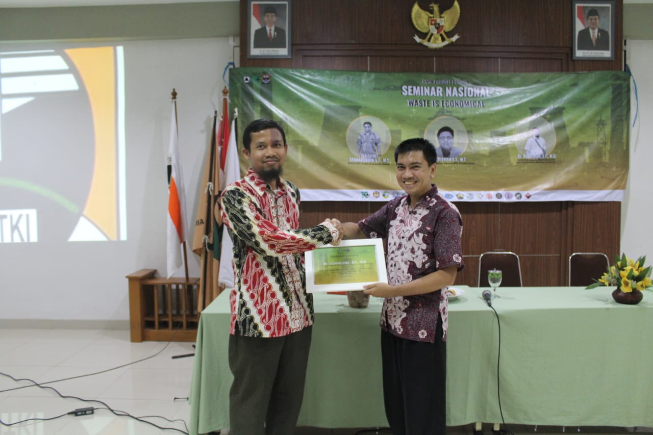 "Seminar Nasional Teknik Kimia ""Waste is Economical"""