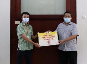 Pemberian Disinfektan Dari PT. Medion Farma Jaya Kepada Itenas Bandung Sebagai Bentuk Pencegahan Penyebaran Covid-19